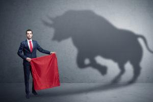 prendendo l'abbraccio toro del mercato toro
